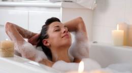 Cuidados com a pele na hora de relaxar na banheira